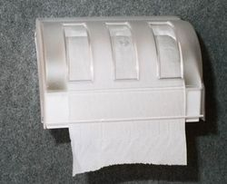 מתקן פלסטיק למגבות נייר, לקיר